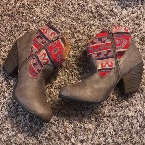 Shoe Dazzle Red & Tan Cowboy Booties size 7.5